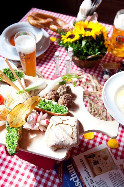 Münchner Knödelei Brotzeit - Oktoberfest / Wiesn