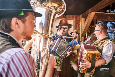 Band auf dem Oktoberfest - Knödelei