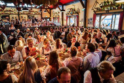 Münchner Knödelei - Oktoberfestzelt innen